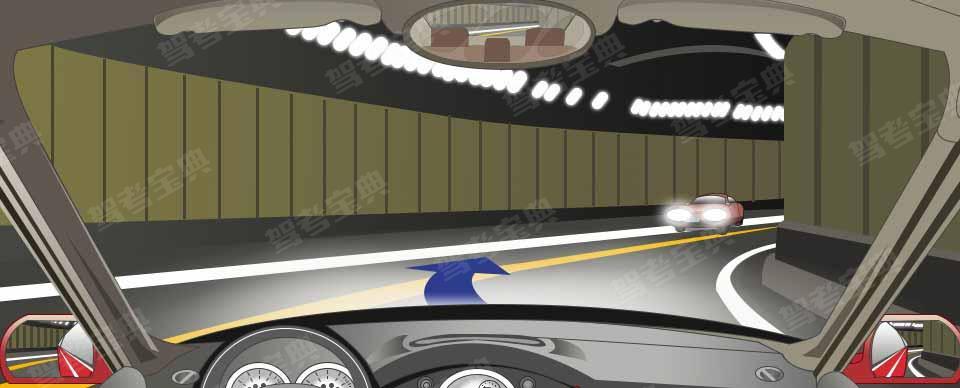 驾驶机动车在这种隧道内要尽量靠左侧行驶。