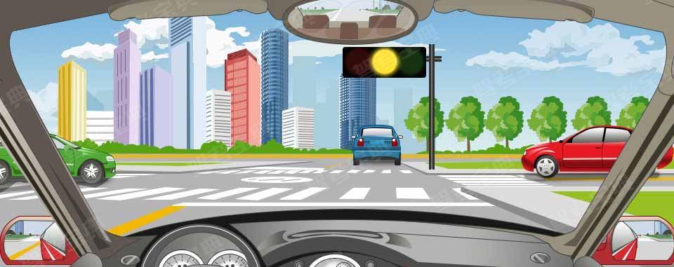 驾驶机动车在路口看到这种信号灯亮时,要加速通过。
