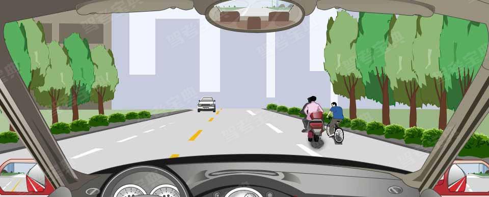 遇到这种同向行驶的非机动车时怎样行驶?