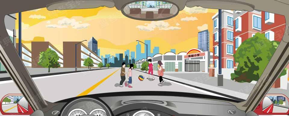 驾驶机动车遇到这种情况时,要快速向左绕过。