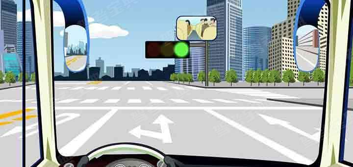 驾驶机动车在前方路口掉头前先进入左转直行车道。