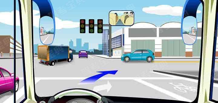 驾驶机动车在这个路口可以直接向右转弯。