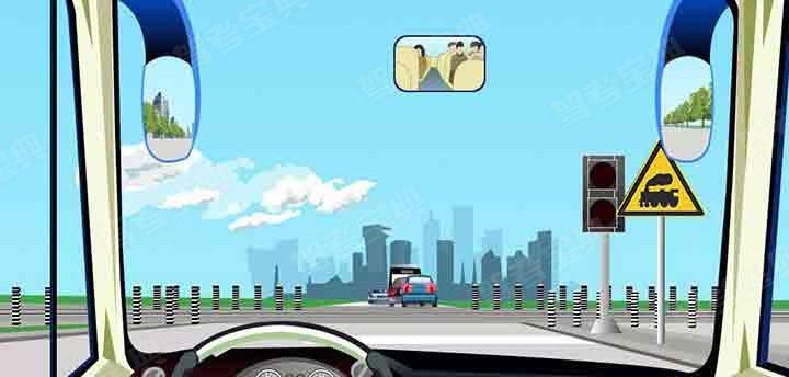 驾驶机动车不能通过这种情况的铁路道口。