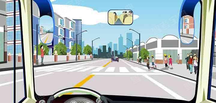 驾驶机动车在学校附近遇到这种情况要尽快加速通过。