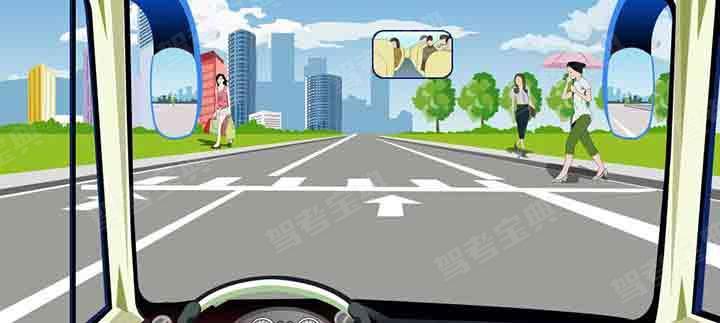 驾驶机动车在这种情况下可以适当鸣喇叭加速通过。
