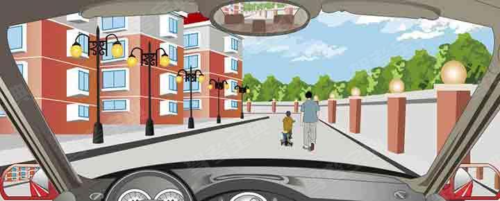 驾驶机动车在道路上遇到这种情形在其后可以鸣喇叭催催。
