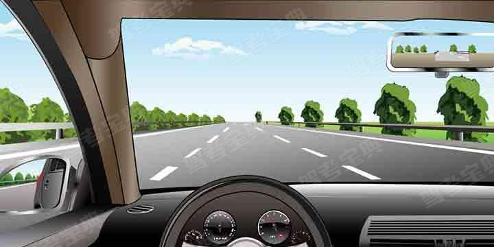 如圖所示,在高速公路同方向三條機動車道中間車道行駛,車速不能低于多少?