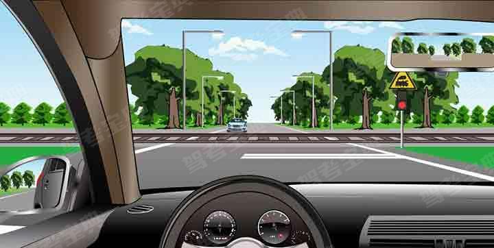 如圖所示,在前方路口可以掉頭。