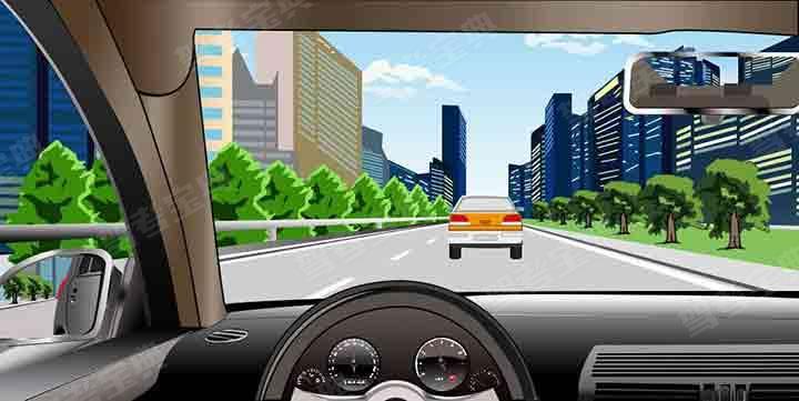 如图所示,在这种情况下可以借用快速车道超车。