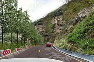 如图所示,驾驶机动车在这种落石多发的山区道路行驶,以下说法正确的是什么?