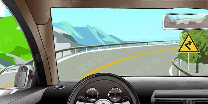 如图所示,驾驶机动车遇到这种情况,以下做法正确的是什么?