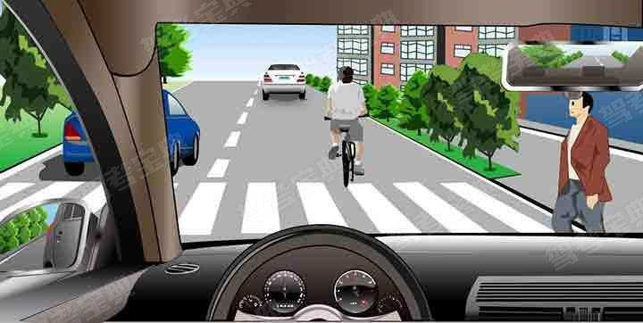 如图所示,驾驶机动车遇到这种情形时,以下做法错误的是什么?