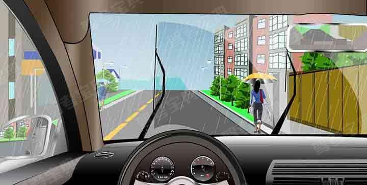 如图所示,驾驶机动车在暴雨天气条件下行驶,当刮水器无法刮净雨水影响行车安全时,以下做法正确的是什么?