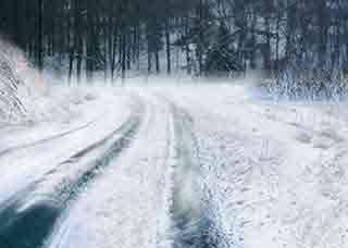 运输中通过积雪路面时,道路货物运输驾驶员应该怎么做?