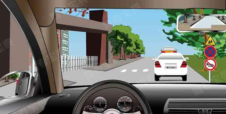 如图所示,驾驶机动车行经该路段时,以下说法错误的是什么?