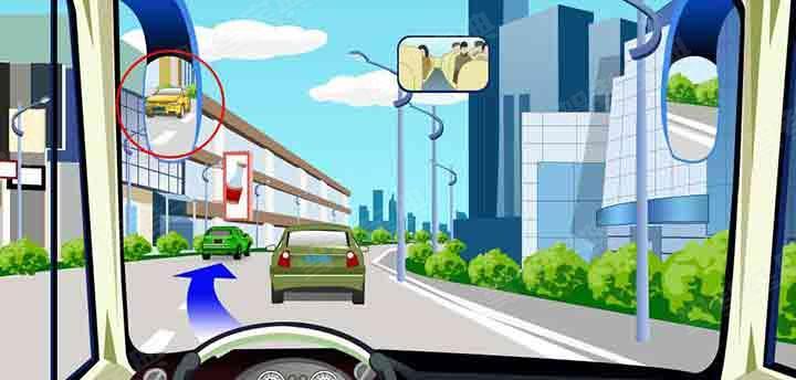 如图,驾驶机动车遇到这种情况要迅速向左变更车道。