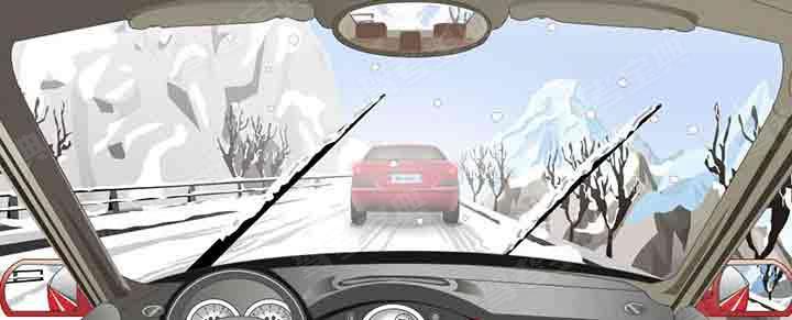在这种天气条件下行车如何使用灯光?