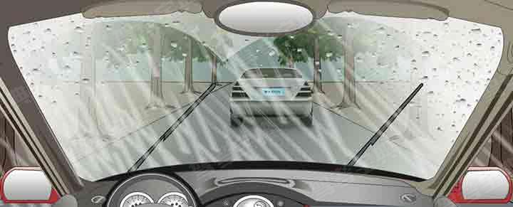 在這種雨天跟車行駛使用燈光,以下做法正確的是?