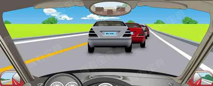 遇到前方车辆缓慢行驶时怎样行驶?