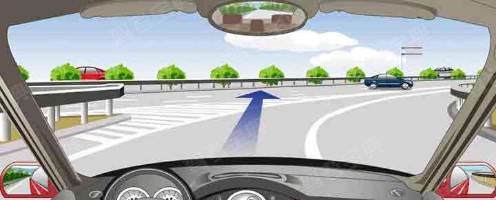 可以从这个位置直接驶入高速公路行车道。