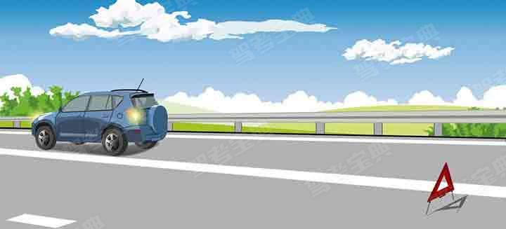 这辆在高速公路上临时停放的故障车,警告标志应该设置在车后多远处?