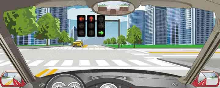驾驶机动车在这种情况下不能直行和左转弯。