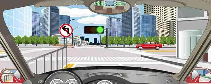 驾驶机动车在这个路口允许掉头。