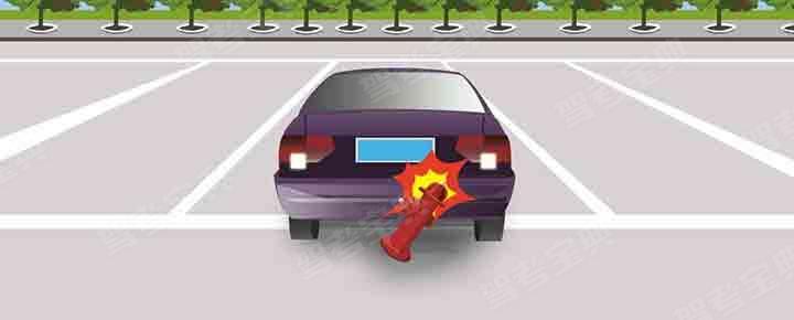 发生该事故的主要原因是驾驶人倒车前没有进行安全确认。