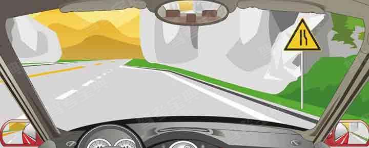 右侧标志警告前方道路右侧变宽。