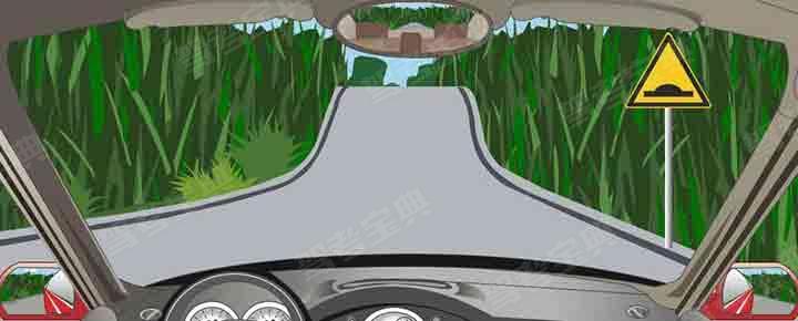 右侧标志提醒注意前方是驼峰桥。
