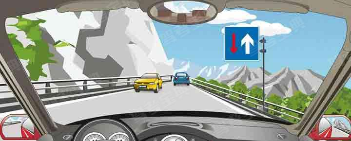右侧标志表示会车时对向车辆先行。
