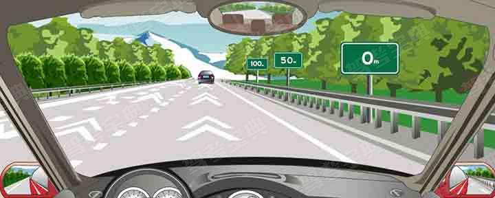 高速公路上的白色折线为行车中判断行车速度提供参考。