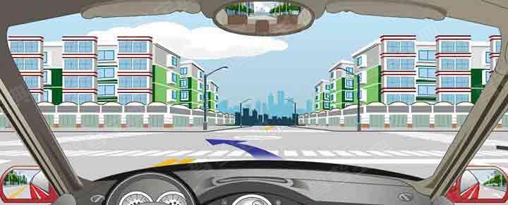 路口内中心圈标示左小转弯要沿内侧行驶。