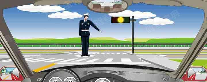 交通警察发出这种手势信号可以左转弯。