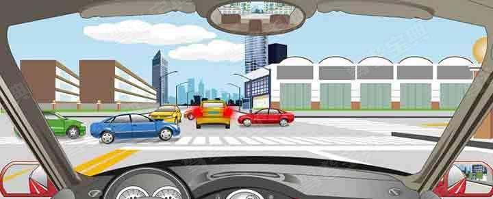 驾驶机动车在路口遇到这种情况要随时准备停车礼让。
