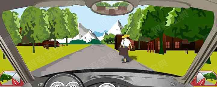 行车中遇到这种行人需要保持较大的安全距离。