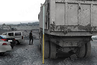 如图所示的大货车如上路行驶,存在什么交通违法行为?
